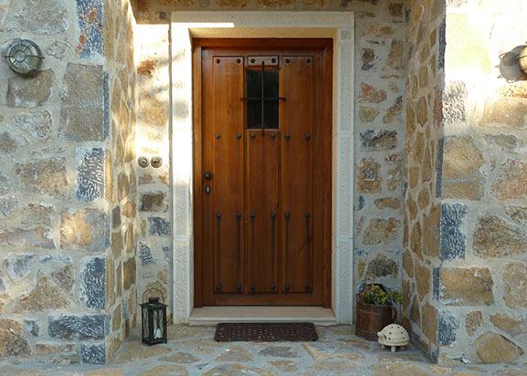 Eingangstuere-aus-Holz